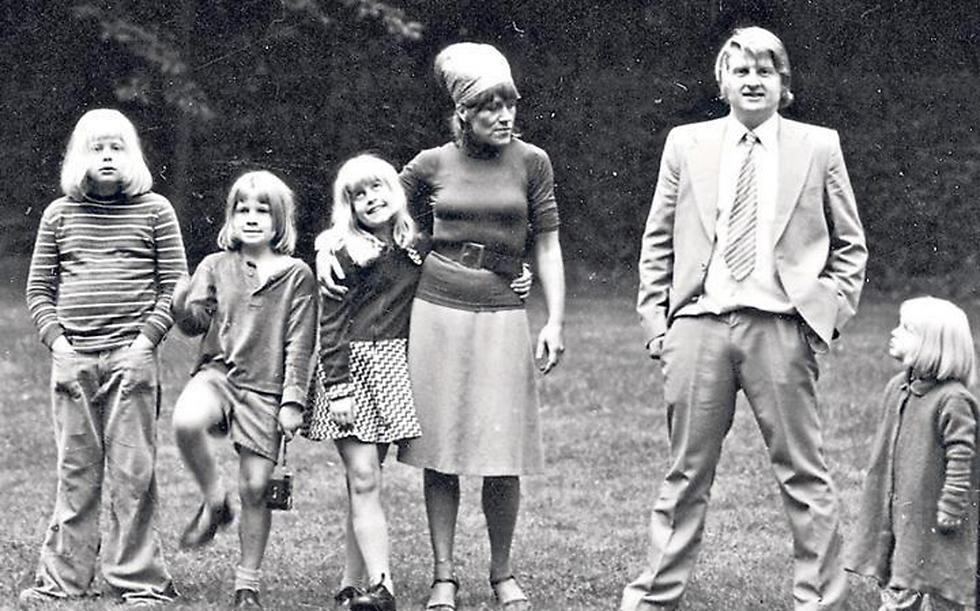 משפחת ג'ונסון. משמאל: בוריס ()