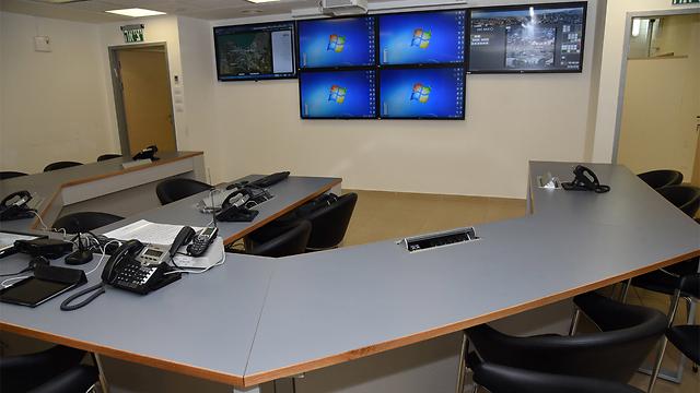 מרכז השליטה בעיריית חיפה (צילום: אביהו שפירא) (צילום: אביהו שפירא)