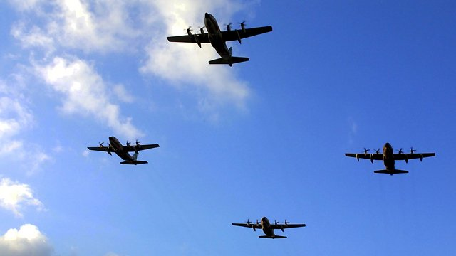 Four Hercules plane flying as part of reenactment of the Entebbe Operation 25 years later (Photo: Shaul Golan)