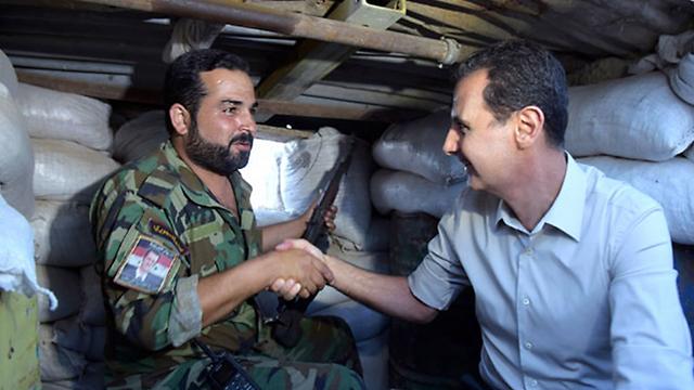 קציני צבא עלווים גנבו כסף וסחטו את האוכלוסייה שעליהם הם אמורים להגן. אסד וחייל סורי
