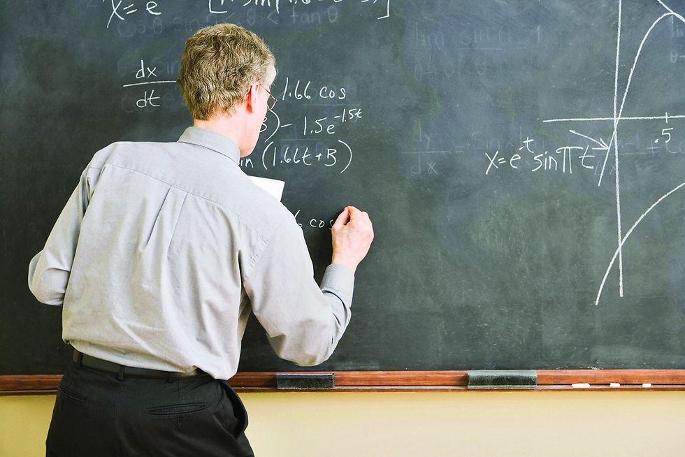 לימודי מתמטיקה. יעודדו תלמידים לעבור מ-3 ל-4 יחידות (צילום: ShutterStock)