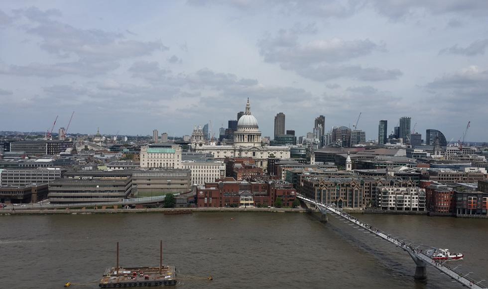 מבט מהגג של האגף החדש בטייט מודרן על הגדה הצפונית של התמזה. לונדון מתייקרת והולכת, גם בזכות הבניין הזה (צילום: בועז רותם)