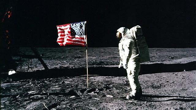 דגל ארצות-הברית על הירח (צילום: NASA) (צילום: NASA)
