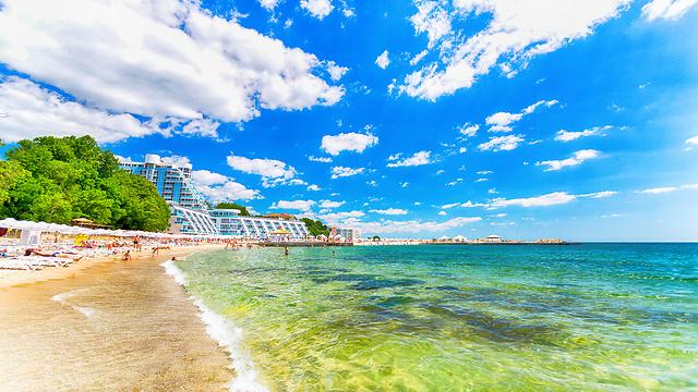 שמש, מים צלולים ורצועות חוף ענקיות בורנה (צילום באדיבות קשרי תעופה) (צילום באדיבות קשרי תעופה)