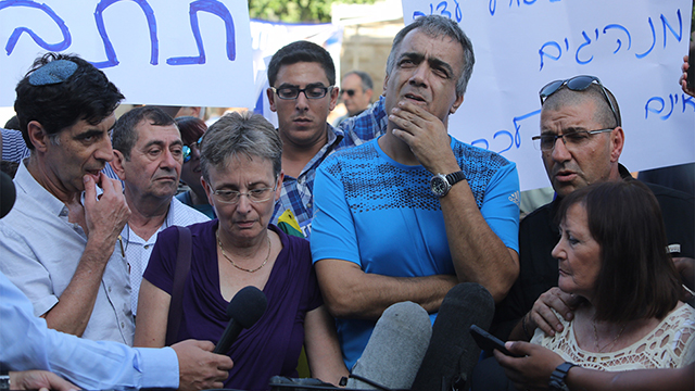 Shaul and Goldin family protest outside PM's Residence (Photo: Gil Yohanan)