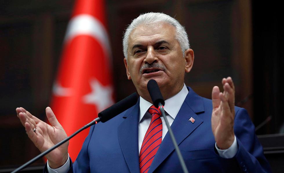 """13:16: ראש ממשלת טורקיה שולח מסר לארה""""ב שבה גולה המתנגד הגדול ביותר לארדואן, פתהוללה גולן, ואומר: כל מדינה שתעמוד לצד האיש הזה תהיה במלחמה עם ארצי (צילום: AP) (צילום: AP)"""