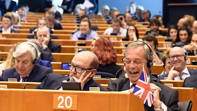 בריטניה מצביעה בעד הברקזיט (צילום: AP) (צילום: AP)