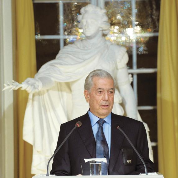 יוסה בעת זכייתו בפרס נובל לספרות | צילום: איי.פי