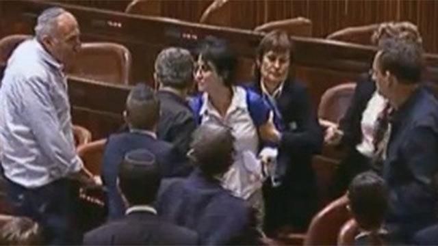 Usher removing Zoabi (Photo: Knesset Channel)