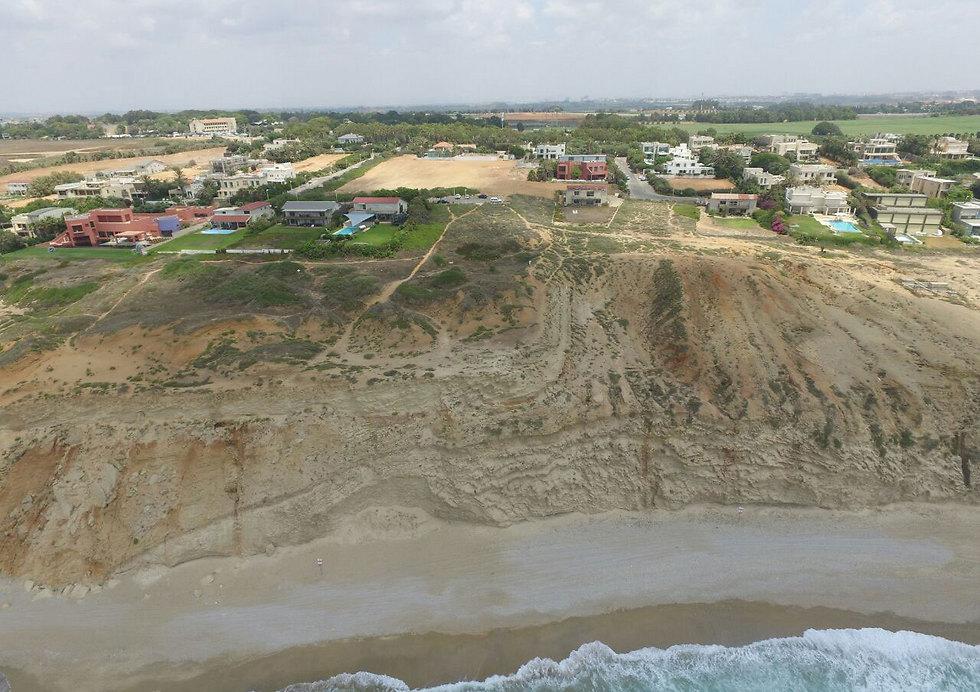 על מצוק כורכר, 100 מטרים מהים (צילום: גיא אופיר) (צילום: גיא אופיר)