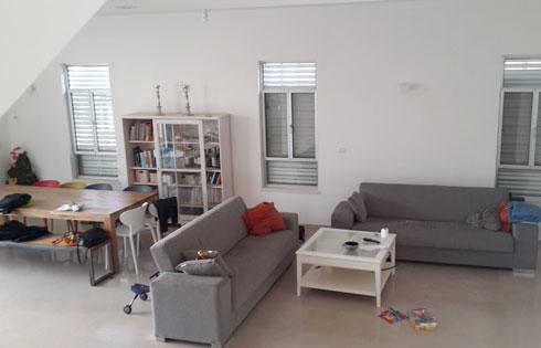 הסלון לפני השדרוג (צילום: STUDIO DETAILS)