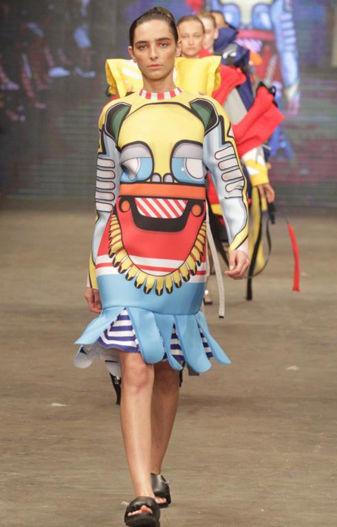 חגורות ההצלה הפכו לפריטי אופנה. עמיר מרק (צילום: רפי דלויה)