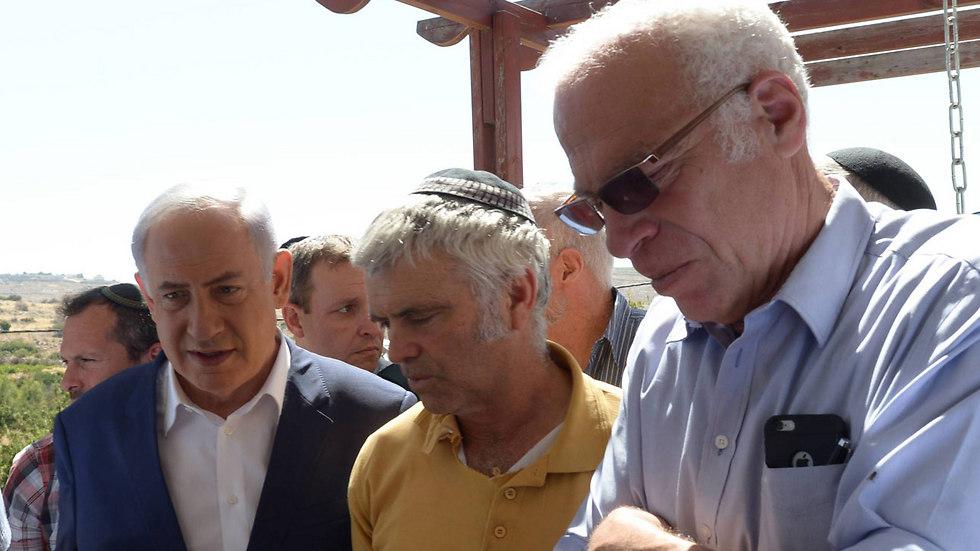 """ראש הממשלה, האב עמיחי והשר אריאל  (צילום: עמוס בן גרשום, לע""""מ) (צילום: עמוס בן גרשום, לע"""