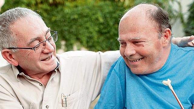 Prof. Joel Sayfan and Surin Hershko meet 40 years after Operation Entebbe (Photo: Ilan Sapira)