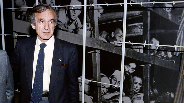 Elie Wiesel in 1986 photographed by a picture in which he can be seen in Buchenwald B concentration camp in Germany (Photo: AFP)