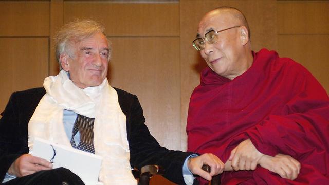 Elie Wiesel and the Dalai Lama (Photo: AFP)