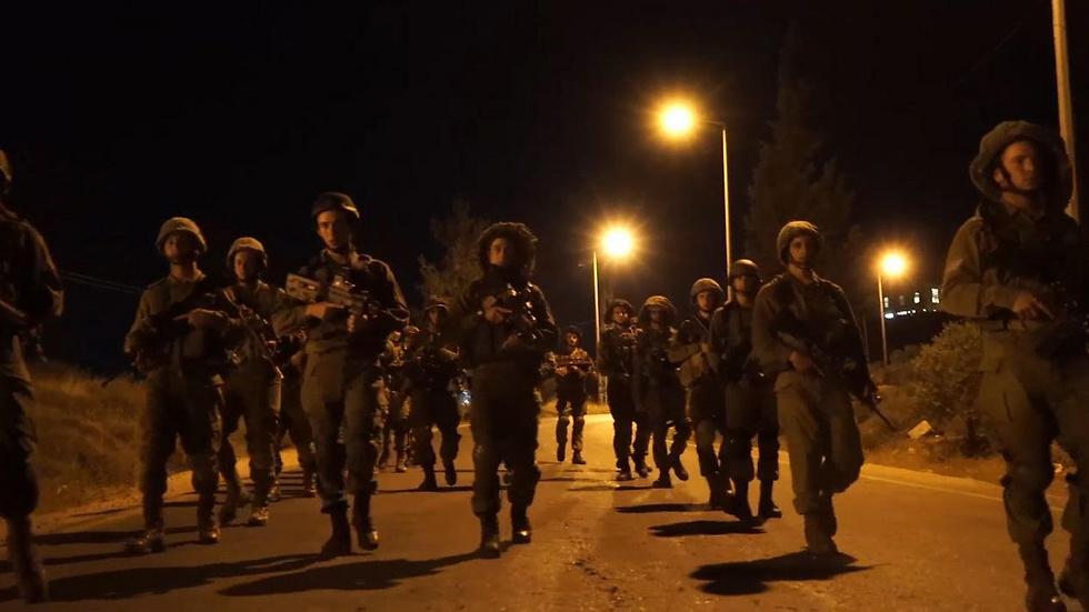 """פעילות כוחות צה""""ל במחנה אל פוואר (צילום: רויטרס) (צילום: רויטרס)"""