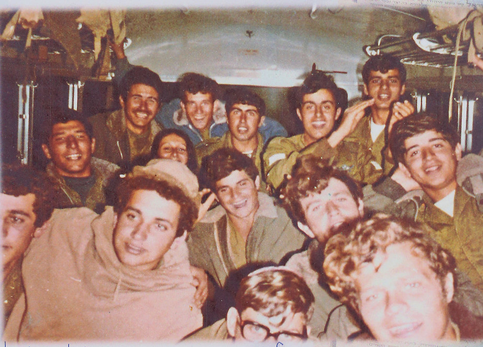 Surin Hershko with his friends in the Paratroopers.