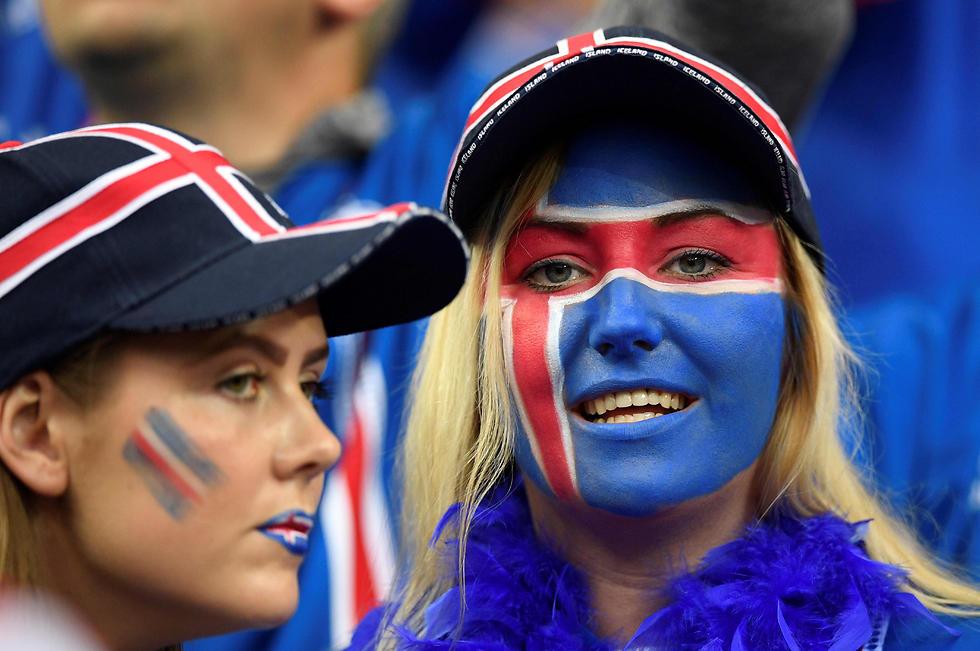 """הסיומת לבנות - """"דוטיר"""". אוהדות נבחרת איסלנד (צילום: AFP) (צילום: AFP)"""