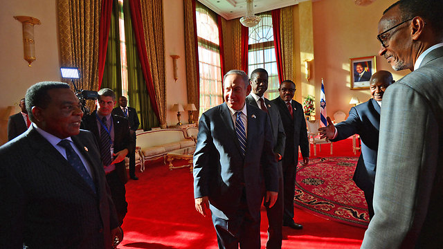 Prime Minister Netanyahu in a meeting with African leaders in Entebbe, Uganda (Photo: Kobi Gideon, GPO)