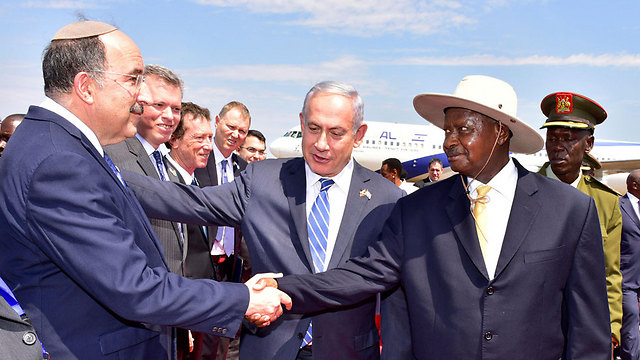 The Ugandan President shakes hands with Israeli Foreign Ministry Chairman Dore Gold (Photo: Reuters)