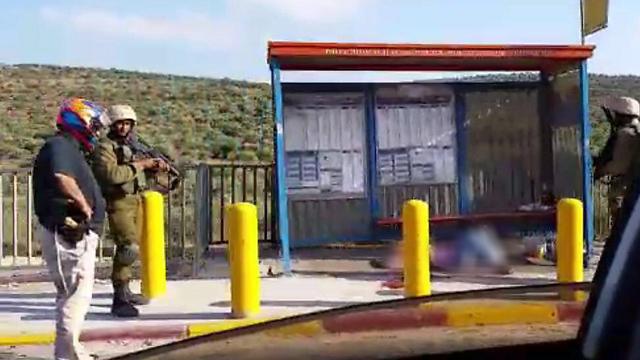 The shot attacker at the bus stop (Photo: Dina Cohen)