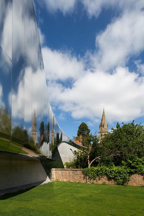 הבניין באוניברסיטת אוקספורד (משמאל), עוד מועמד של חדיד אחרי מותה (צילום: באדיבות World Architecture Festival announces 2016)