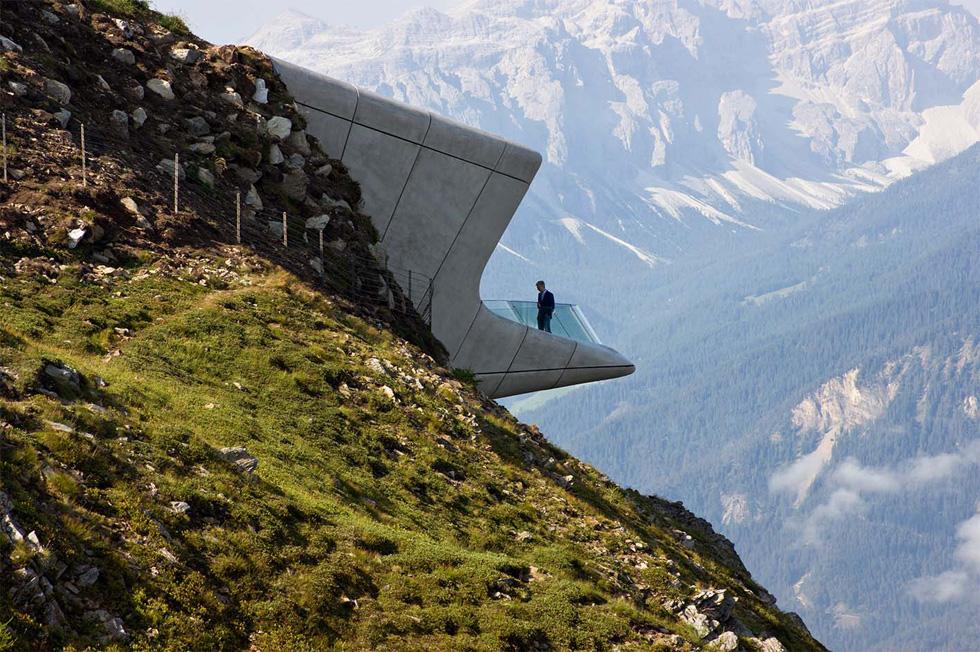 אחד הפרויקטים עוצרי הנשימה שמוגשים לפרס השנה: המוזיאון על ראש הר מסנר באיטליה, בתכנונה של זאהה חדיד (צילום: באדיבות World Architecture Festival announces 2016)