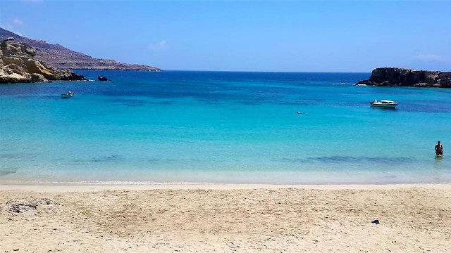 אי מתפתח עם חופים נסתרים שמזכירים את תאילנד: קרפטוס, יוון (צילום: שירי הדר) (צילום: שירי הדר)