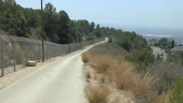 כביש התפר. הגדר קלה לפריצה, היישובים במרחק נגיעה (צילום: אביהו שפירא) (צילום: אביהו שפירא)