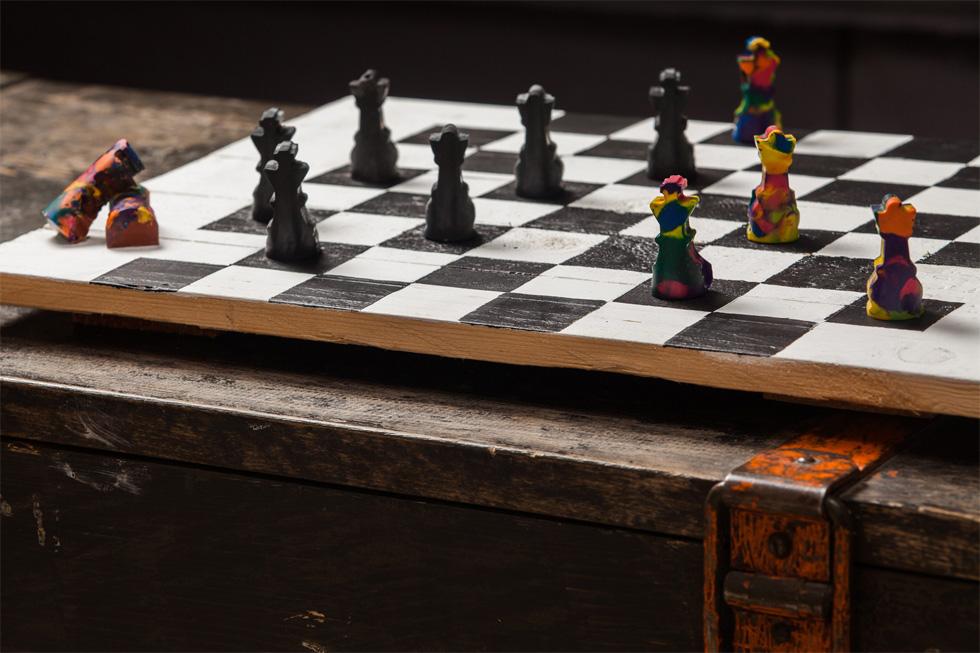 משחקי צבע. חיילי שחמט מצבעים מותכים  (צילום: טל ניסים)