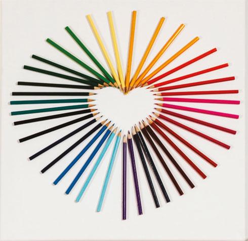 סידור עפרונות מהלב (צילום: טל ניסים)
