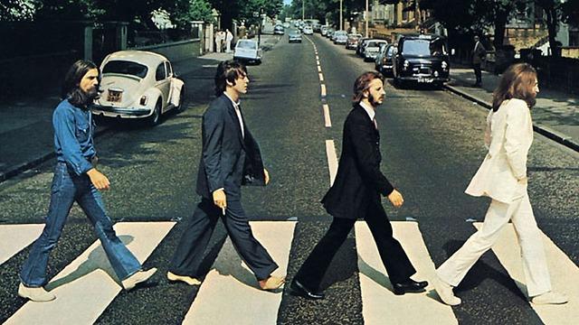 """עטיפת האלבום """"Abbey Road"""" - אם פול מת, אז מי זה? ()"""