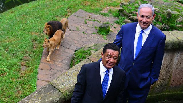 """עם ראש ממשלת אתיופיה בנסיעה הקודמת (צילום: קובי גדעון, לע""""מ) (צילום: קובי גדעון, לע"""