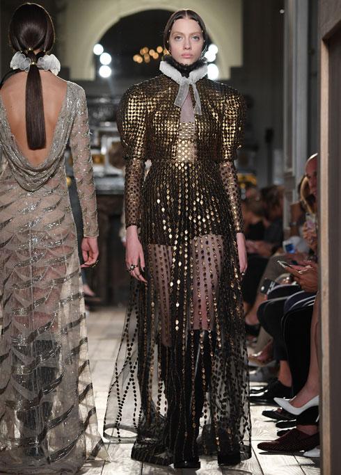 התצוגה האחרונה של קיורי לבית האופנה ולנטינו (צילום: Gettyimages)