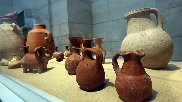 Discoveries of Philisitne pottery displayed in Jerusalem (Photo: Gil Yohanan)