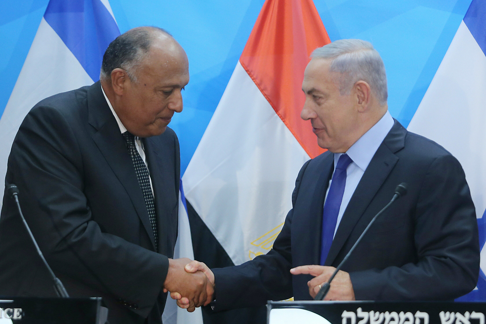 Netanyahu, right, and Shoukry meet in Jerusalem (Photo: Alex Kolomoisky)