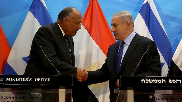 Egptian FM Shoukry and PM Netanyahu (Photo: AFP)
