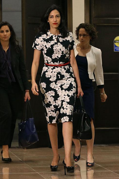 דמות שקולה, שלווה, פוליטיקאית מלידה, המתכננת את צעדיה בקפידה ויודעת להתאים את הלבוש הנכון להופעותיה הציבוריות (צילום: Gettyimages)