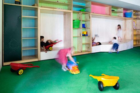 ארבעת הגנים נותנים מענה ל-140 ילדים. במרכז ת''א יש ביקוש עצום מצד ההורים, ונשמעות תלונות מדוע לא הפך הבניין כולו לקומפלקס גנים (צילום: Mikaela Burstow Uziel)