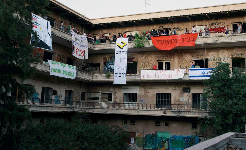 בדיוק לפני חמש שנים: הבניין הנטוש הופך ל''בית העם'' של פעילי המחאה. התוצאה לא איחרה לבוא. לחצו על התמונה כדי להיזכר מה קרה שם אז (צילום: שאול גולן)