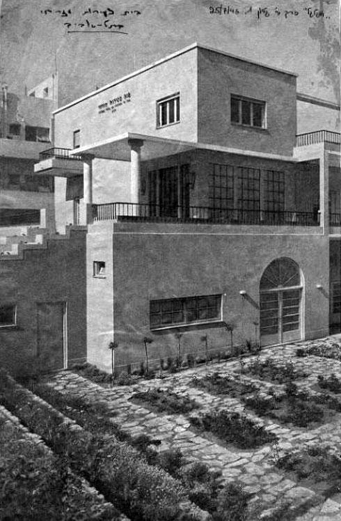 הבניין של בן-סירה, מהנדס העיר, נמתח בין הרחובות פרוג והוז ומשתלב בחצר של מעונות עובדים (צילום: באדיבות דני רכט , אתר תל-אביב 100)