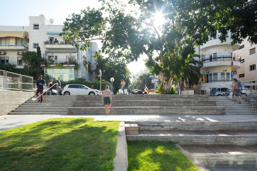 מבט מהחצר המונמכת לרחוב דב הוז פינת מאפו, המוגבהים. תוספת קהילתית חשובה למרכז ת''א (צילום: Mikaela Burstow Uziel)
