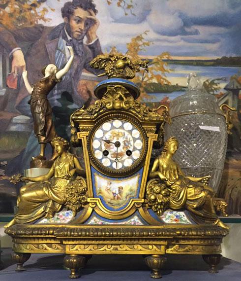 שעון צרפתי מברונזה עם לוחות פורצלן מצוירים. ''גל ליסקר''