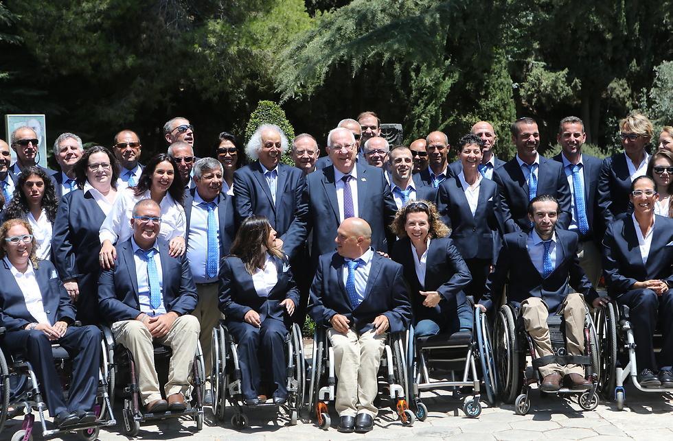 המשלחת הפראלימפית עם נשיא המדינה (צילום: אלכס קולומויסקי) (צילום: אלכס קולומויסקי)