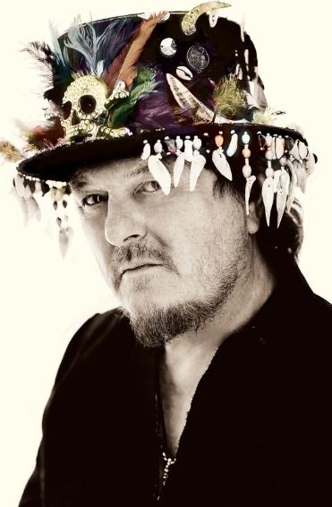 זוקרו. יופי של כובע (צילום:Giovanni Gastel)