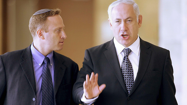 Netanyahu with former chief of staff Ari Harrow (Photo: Alex Kolomoisky)