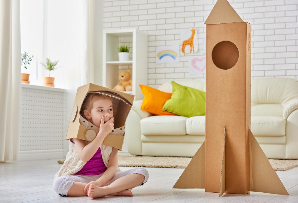 להרגיש כמו גדולים, מבלי לרושש את ההורים. חללית מקרטון (צילום: Shutterstock)