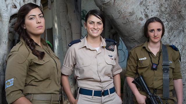 Left to right: Staff Sgt. Sahar Shmueli, 2nd Lt. Eve Cohen and Cpl. Inbar Shimshon (Photo: Tal Shahar)