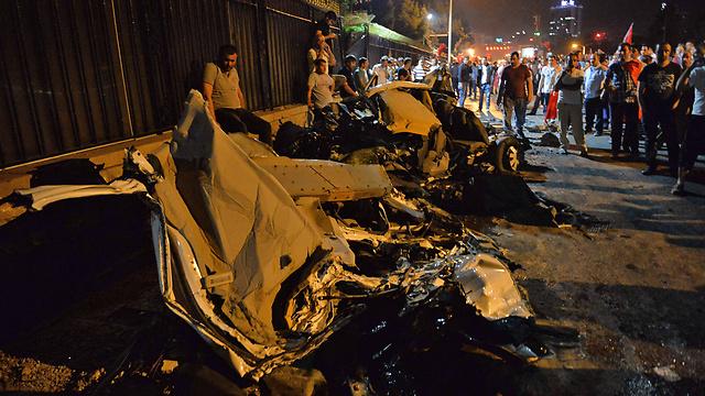 """03:42: עוד דיווחים על הפלת כלי טיס של המורדים משורות הצבא. ראש ממשלת טורקיה מודיע - """"נראה שניסיון ההפיכה נכשל"""" (צילום: AFP) (צילום: AFP)"""